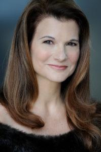 Elizabeth Hunter Ashley Headshot